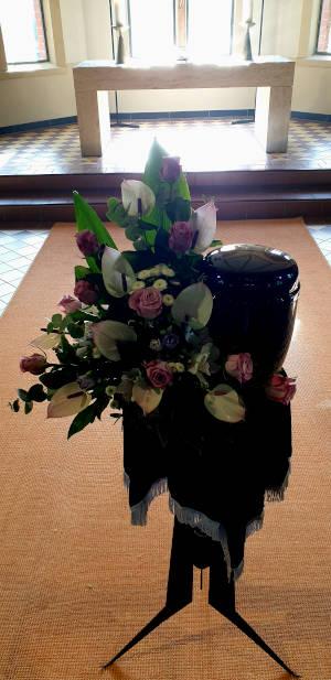 Für Feuerbestattung Urnennebengesteck Anthurien Rosen Minicrysanthemen Lysianthus